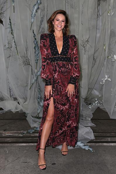 V-Neck「Lee Mathews - Front Row - Mercedes-Benz Fashion Week Australia 2019」:写真・画像(16)[壁紙.com]