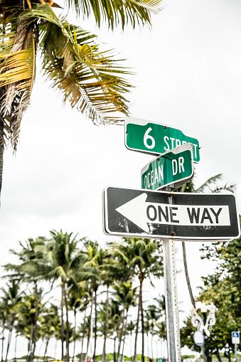 Miami Beach「USA, Miami, road sign of Ocean Drive」:スマホ壁紙(5)