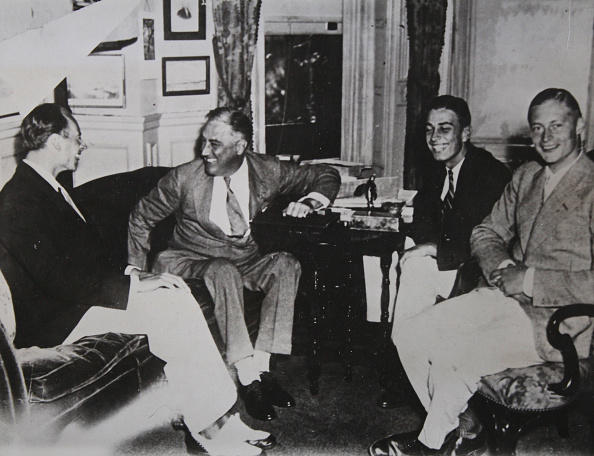 Franklin Roosevelt「Prince Louis Ferdinand Of Prussia (1907-1994) - Son Of Crown Prince Wilhelm Of Prussia - Currently Working For A Detroit Automobile Factory, With The American Presidential Candidate Franklin D. Roosevelt (2Nd From Left.) Plus Son And His Brother Prince Fre」:写真・画像(5)[壁紙.com]