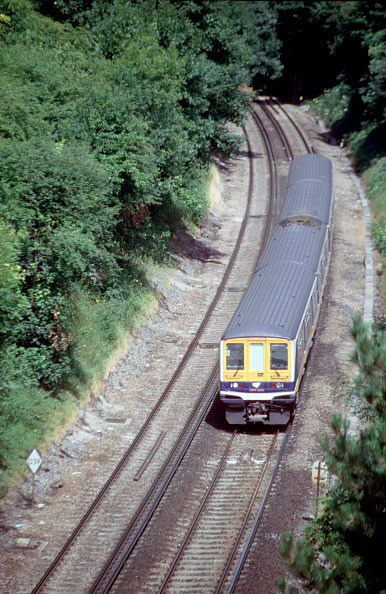 Two Objects「The fleet of dual voltage Class 319 units are used for through services between Bedford and Brighton utilising the 25kv overhead equipment for services north of the Thames and the 3rd rail equipment for services south of the Thames. A Bedford - Brighton」:写真・画像(10)[壁紙.com]