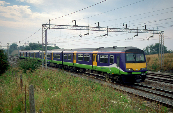 Overcast「The fleet of Class 321/4 EMU trainsets work on outer suburban services out of Euston [ i.e. north of Watford ] travelling as far as Birmingham New St via the WCML and Northampton. One of these units is seen heading north  towards Birmingham with a servic」:写真・画像(18)[壁紙.com]