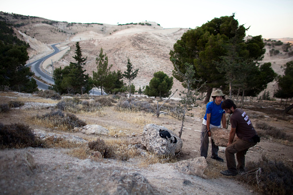 West Bank「Settlers Lay The First Stones Of A Westbank Outpost」:写真・画像(8)[壁紙.com]