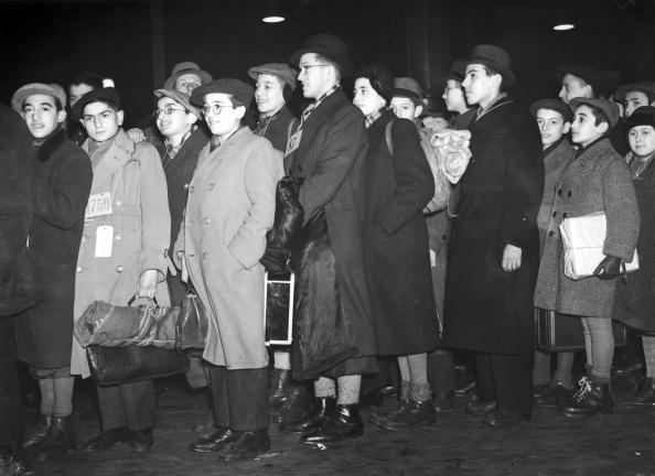 In A Row「Jewish Refugees」:写真・画像(11)[壁紙.com]