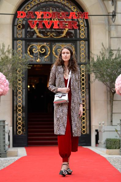 シルバーのハンドバッグ「Roger Vivier: Day Dream Vivier - Press Day - Paris Fashion Week Womenswear Fall/Winter 2019/2020」:写真・画像(19)[壁紙.com]