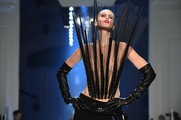 秋冬コレクション「Jean-Paul Gaultier : Runway - Paris Fashion Week - Haute Couture Fall Winter 2018/2019」:写真・画像(18)[壁紙.com]