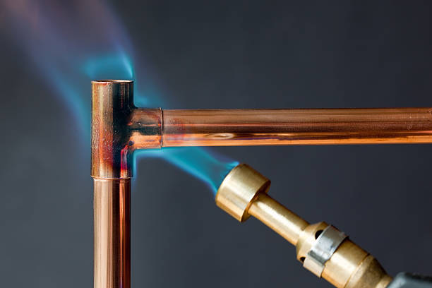 Gas flame heating copper piping before soldering:スマホ壁紙(壁紙.com)