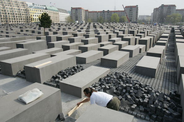 Concrete「Berlin Holocaust Memorial Nears Completion」:写真・画像(0)[壁紙.com]