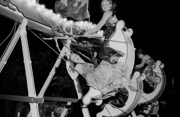 Formalwear「Cambridge Students After The May Ball」:写真・画像(18)[壁紙.com]