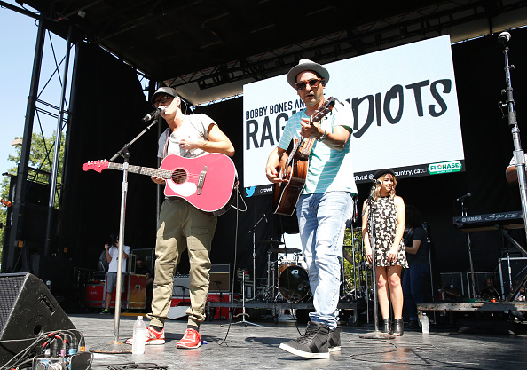 Bobby Bones and the Raging Idiots「Live at the 2016 Daytime Village At The iHeartCountry Festival  - Show」:写真・画像(15)[壁紙.com]