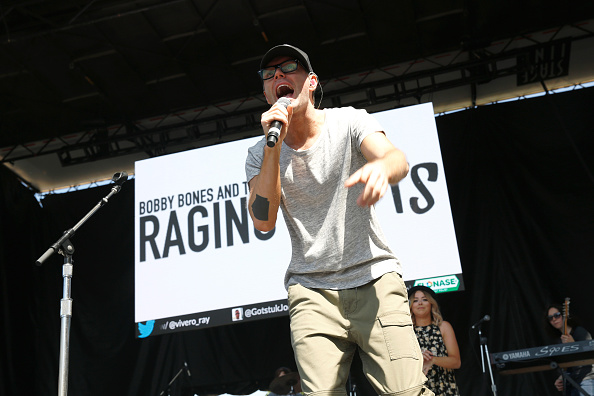 Bobby Bones and the Raging Idiots「Live at the 2016 Daytime Village At The iHeartCountry Festival  - Show」:写真・画像(14)[壁紙.com]