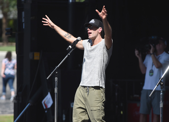 Bobby Bones and the Raging Idiots「Live at the 2016 Daytime Village At The iHeartCountry Festival  - Show」:写真・画像(16)[壁紙.com]