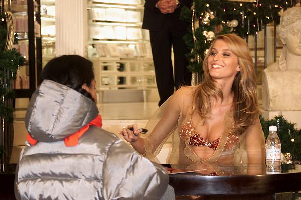 Victoria's Secret Fantasy Bra「Grand Opening of Victoria's Secret」:写真・画像(3)[壁紙.com]