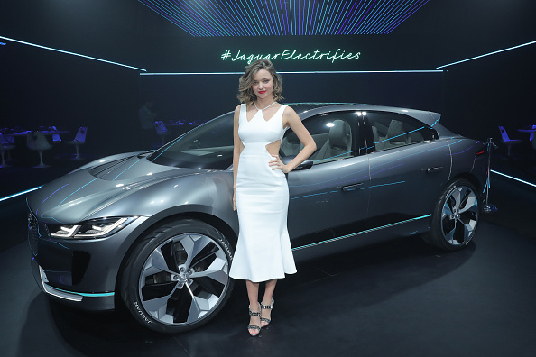 Miranda Kerr「Jaguar Electrifies With I-Pace Concept Car」:写真・画像(1)[壁紙.com]