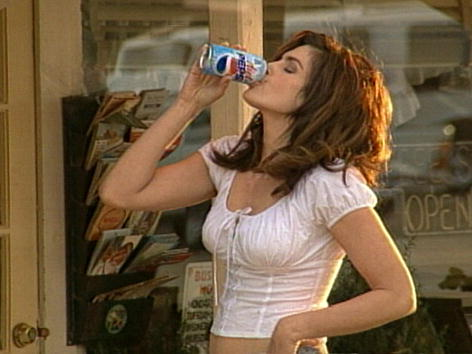 Pepsi「Cindy Crawford To Star In New Pepsi Commercial」:写真・画像(2)[壁紙.com]