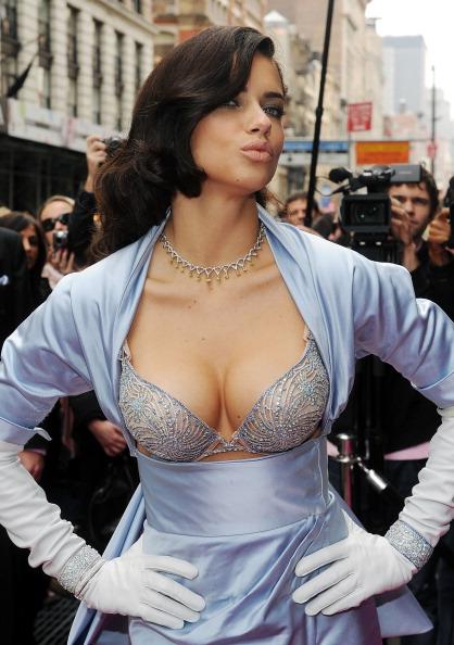 Victoria's Secret Fantasy Bra「Adriana Lima Launches Victoria's Secret Bombshell Fantasy Bra」:写真・画像(8)[壁紙.com]