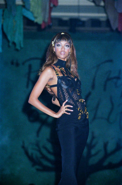 Versace - Designer Label「The Rhythm of Life Fashion Ball In Aid Of The Rainforest Foundation, London, 1992」:写真・画像(19)[壁紙.com]