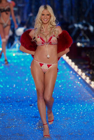 Victoria's Secret Fashion Show「Heidi Klum 」:写真・画像(2)[壁紙.com]