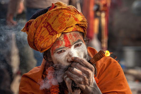Smoke - Physical Structure「Hindu Devotees Gather For Annual Shiva Festival in Nepal」:写真・画像(3)[壁紙.com]