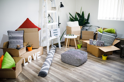 France「Move. Cardboard boxes and cleaning things for moving into a new home」:スマホ壁紙(0)