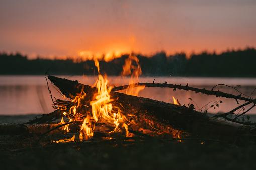 Hell「Bonfire close up. Lake sunset」:スマホ壁紙(1)
