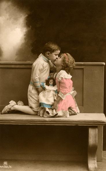 Romanticism「Two Children Kissing」:写真・画像(5)[壁紙.com]