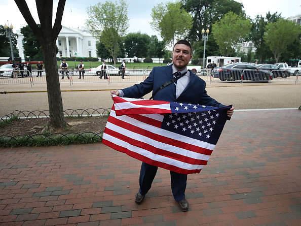 """Furious「Alt Right Holds """"Unite The Right"""" Rally In Washington, Drawing Counterprotestors」:写真・画像(12)[壁紙.com]"""