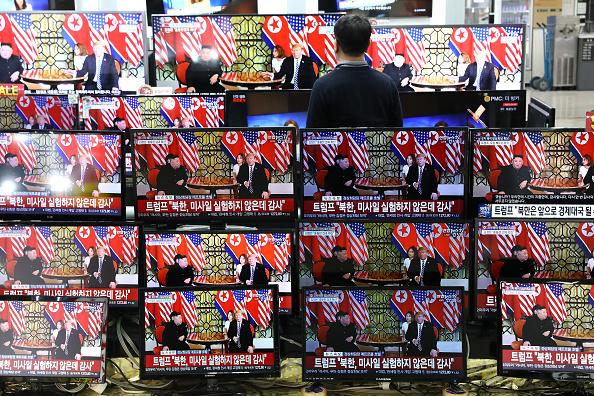 Image「U.S. President Trump Meets North Korean Leader Kim Jong-un In Hanoi」:写真・画像(9)[壁紙.com]