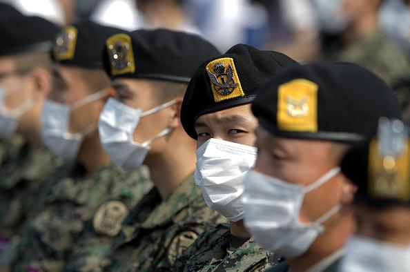 South Korea「Alarm Continues For MERS In South Korea」:写真・画像(2)[壁紙.com]