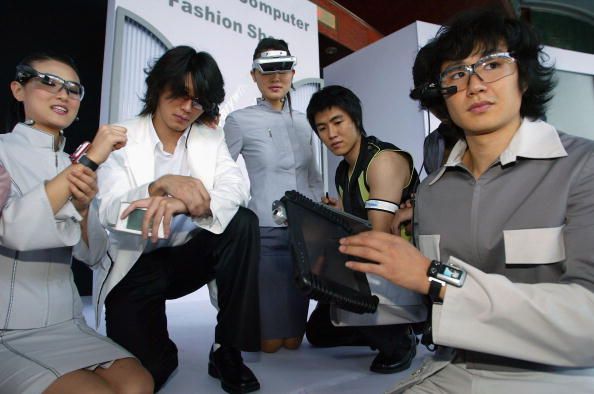 Wearable Computer「Wearbale Computers Go On Display At Fashion Show」:写真・画像(7)[壁紙.com]