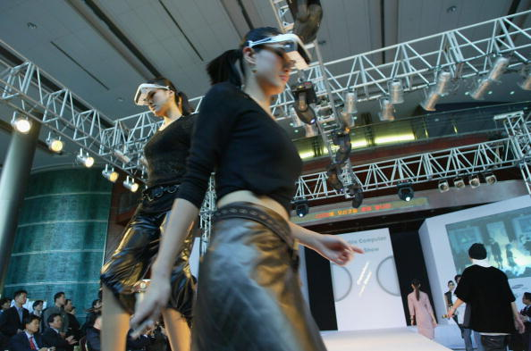 ウェアラブル端末「Wearbale Computers Go On Display At Fashion Show」:写真・画像(5)[壁紙.com]