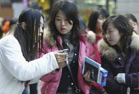 Seoul「S. Korean Youth's Conversation Behaviour Patterns Changed By Mobile Phones」:写真・画像(11)[壁紙.com]
