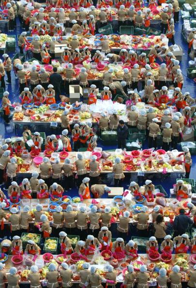 Chili Sauce「South Korean Housewives Feed The Needy」:写真・画像(14)[壁紙.com]