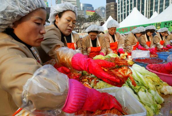 Chili Sauce「South Korean Housewives Feed The Needy」:写真・画像(11)[壁紙.com]