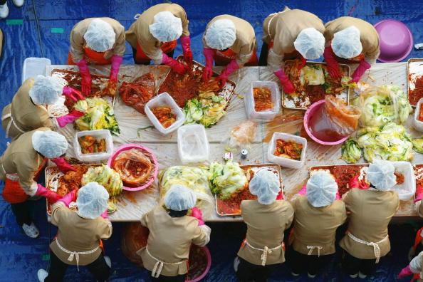 Chili Sauce「South Korean Housewives Feed The Needy」:写真・画像(7)[壁紙.com]
