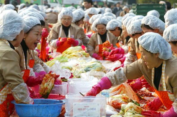 Chili Sauce「South Korean Housewives Feed The Needy」:写真・画像(8)[壁紙.com]