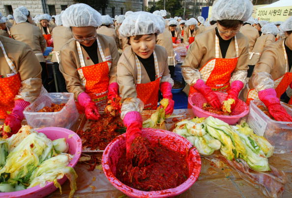 Chili Sauce「South Korean Housewives Feed The Needy」:写真・画像(1)[壁紙.com]