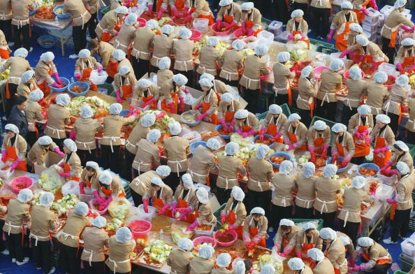 Chili Sauce「South Korean Housewives Feed The Needy」:写真・画像(4)[壁紙.com]