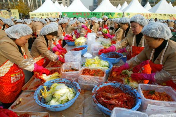 Chili Sauce「South Korean Housewives Feed The Needy」:写真・画像(9)[壁紙.com]