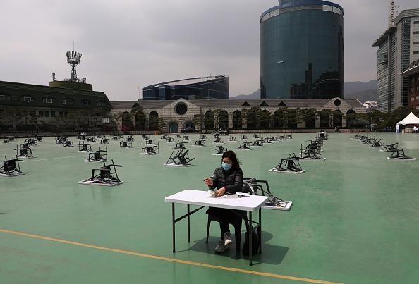 Participant「South Korean Students Sit For Public Exam Amid The Coronavirus Pandemic」:写真・画像(15)[壁紙.com]