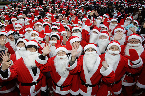 South Koreans Dressed As Santa Hit The Streets Of Seoul:ニュース(壁紙.com)
