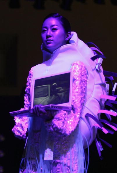 ウェアラブル端末「Ubiquitous Fashionable Computer Fashion Show Takes Place In Seoul」:写真・画像(13)[壁紙.com]