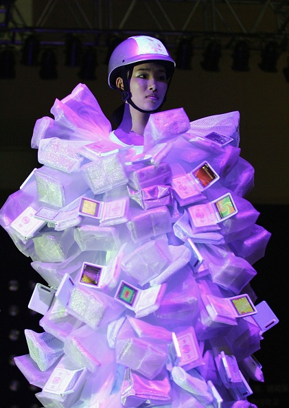 ウェアラブル端末「Ubiquitous Fashionable Computer Fashion Show Takes Place In Seoul」:写真・画像(3)[壁紙.com]