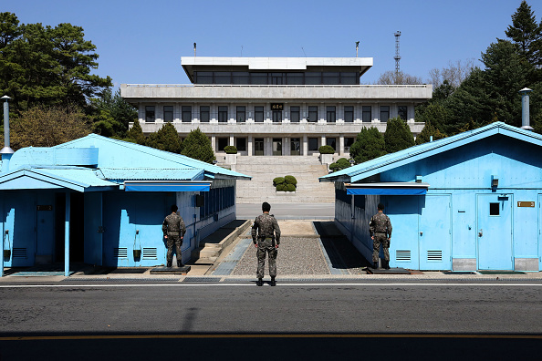 South Korea「Panmunjom Ahead Of Inter-Korean Summit Between Leader Kim and President Moon」:写真・画像(14)[壁紙.com]