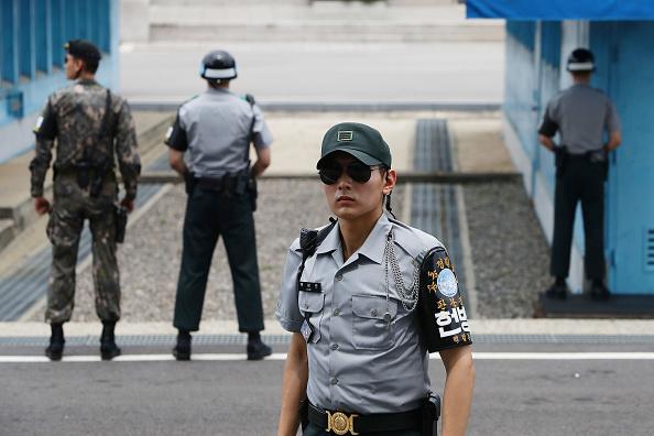 Chung Sung-Jun「Panmunjom On High Alert As Tension Rising After North Korea's ICBM Missile Launch」:写真・画像(3)[壁紙.com]