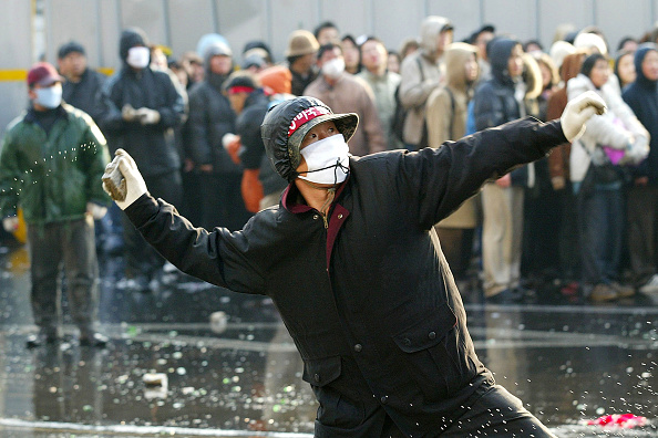 Focus On Foreground「South Korean Farmers Riot Against The Free Tade Agreement」:写真・画像(2)[壁紙.com]