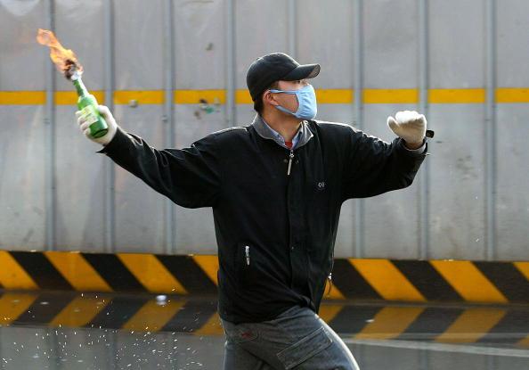 Bottle「South Korean Farmers Riot Against The Free Tade Agreement」:写真・画像(4)[壁紙.com]