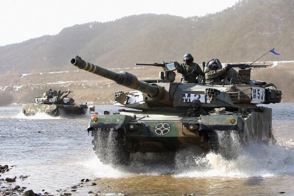 Chung Sung-Jun「South Korean Army Operates Winter River Crossing Exercise」:写真・画像(13)[壁紙.com]