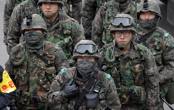 South Korea「South Korean Police Hold Anti-Terror and Anti-Chemical Terror Exercise In Seoul Railway Station」:写真・画像(11)[壁紙.com]