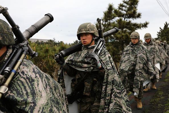 韓国「U.S. and South Korean Marines Conduct Joint Military Exercise」:写真・画像(15)[壁紙.com]