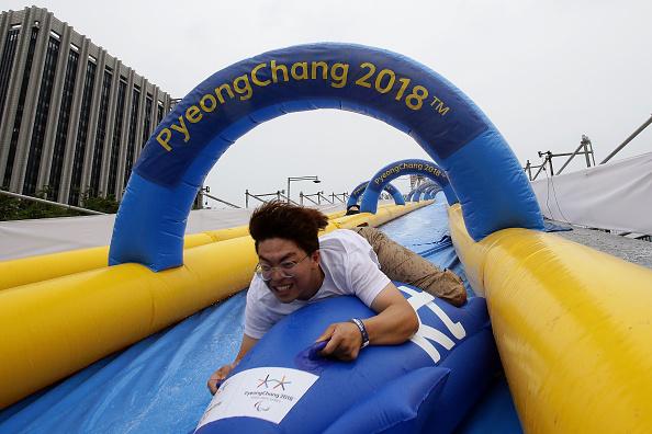 横位置「Seoul People Enjoy Summer 'Bobsleigh' In Central Seoul」:写真・画像(0)[壁紙.com]